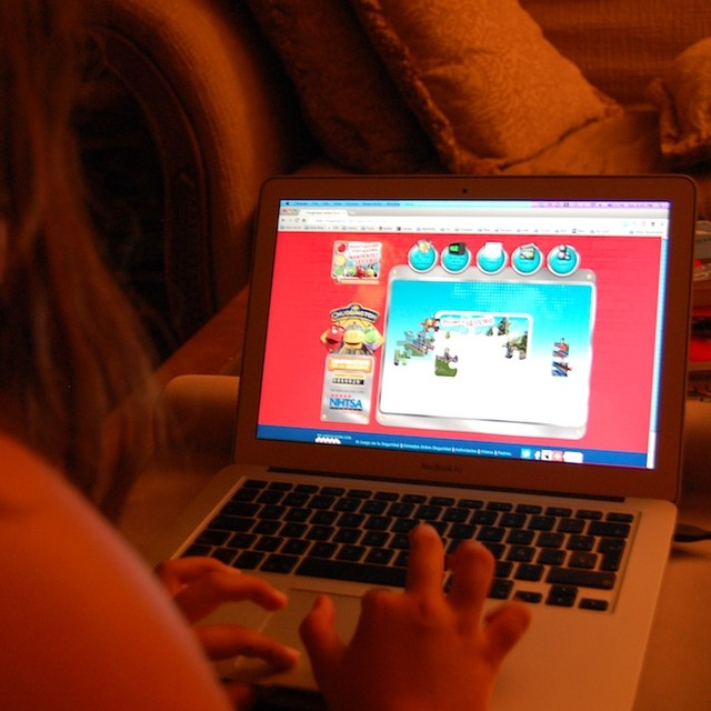 Did you know that car crashes continue to be the leading cause of death for kids ages two through six? Think Safe, Ride Safe, Be Safe! Teach your kids practical tips about traffic safety. Here's Maya playing a puzzle on http://www.chuggington.com/segurida