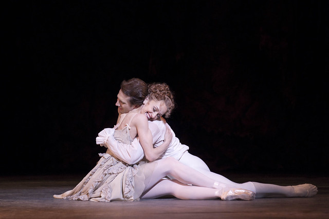 Marianela Nuñez and Nehemiah Kish in Manon, The Royal Ballet © ROH/Johan Persson, 2011