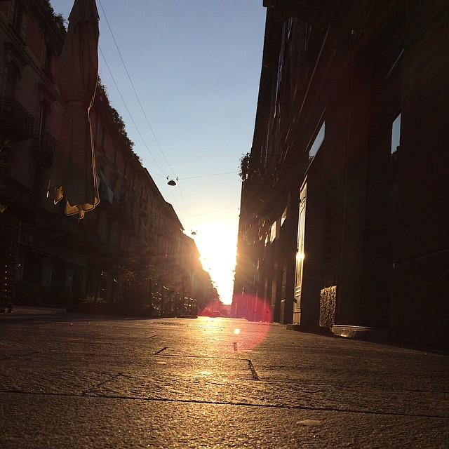 Early morning milano walk #nofilter #italy #sunrise