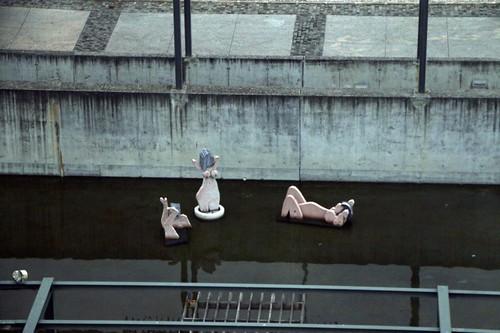 Teleferico di Lisbona: donne in vasca