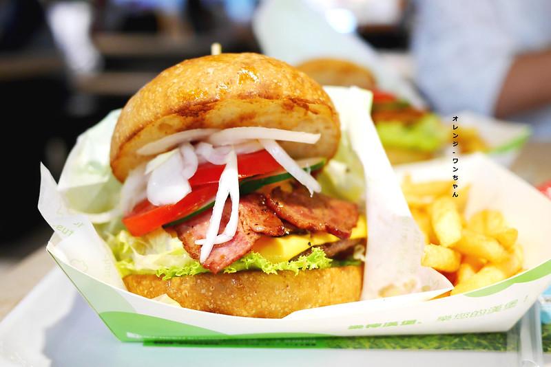 15104902992 4f1a764758 c - 樂檸漢堡 │北區:大份量紮實牛肉漢堡加新鮮生菜的飽足風味~稱不上驚豔但質感精緻好實在!