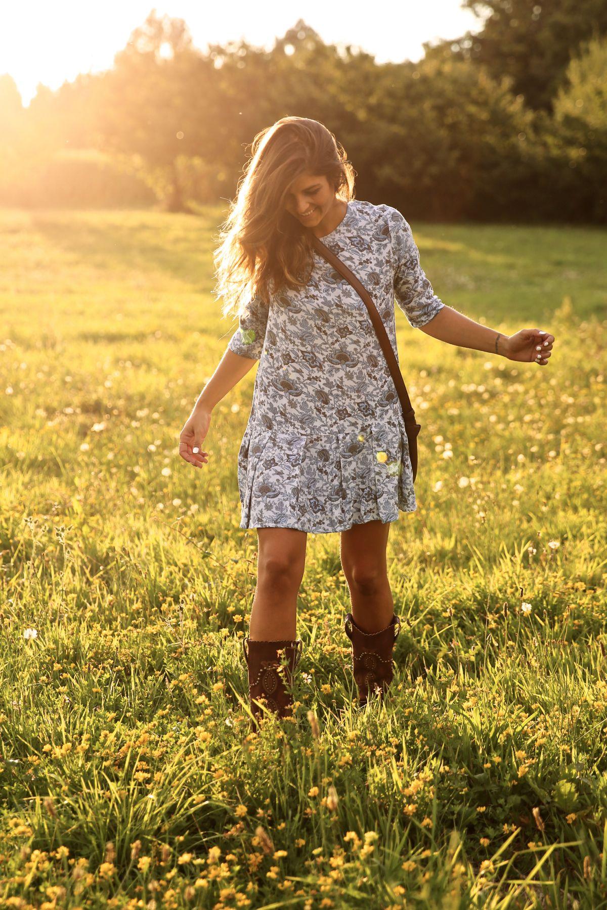 trendy_taste-look-outfit-street_style-ootd-blog-blogger-fashion_spain-moda_españa-cowboy-campero-sendra-cowboy_boots-botas_camperas-loewe-bag-bolso-vestido_flores-flower_print-dress-14