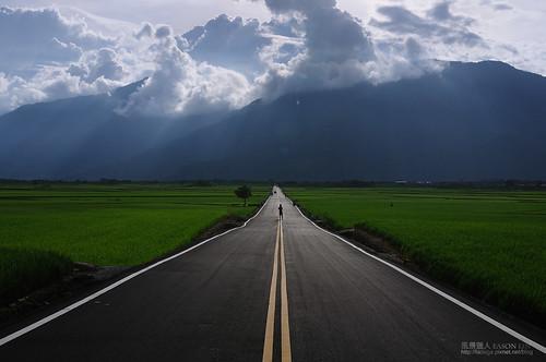 road sunset landscape taiwan 夕陽 台灣 風景 台東 耶穌光 鄉村 田園 佛光 池上 天堂路 萬安 雲隙光 風景獵人 伯朗大道