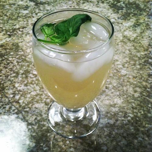 Basil lemonade on this perfect Saturday night - recipe on the blog soon! ✌️ #summer #lemonade