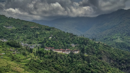 Trongsa Dzong amidst the greenery