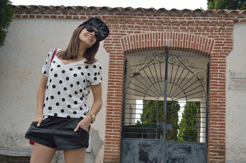 lara-vazquez-madlula-blog-fashion-look-dots-black-white