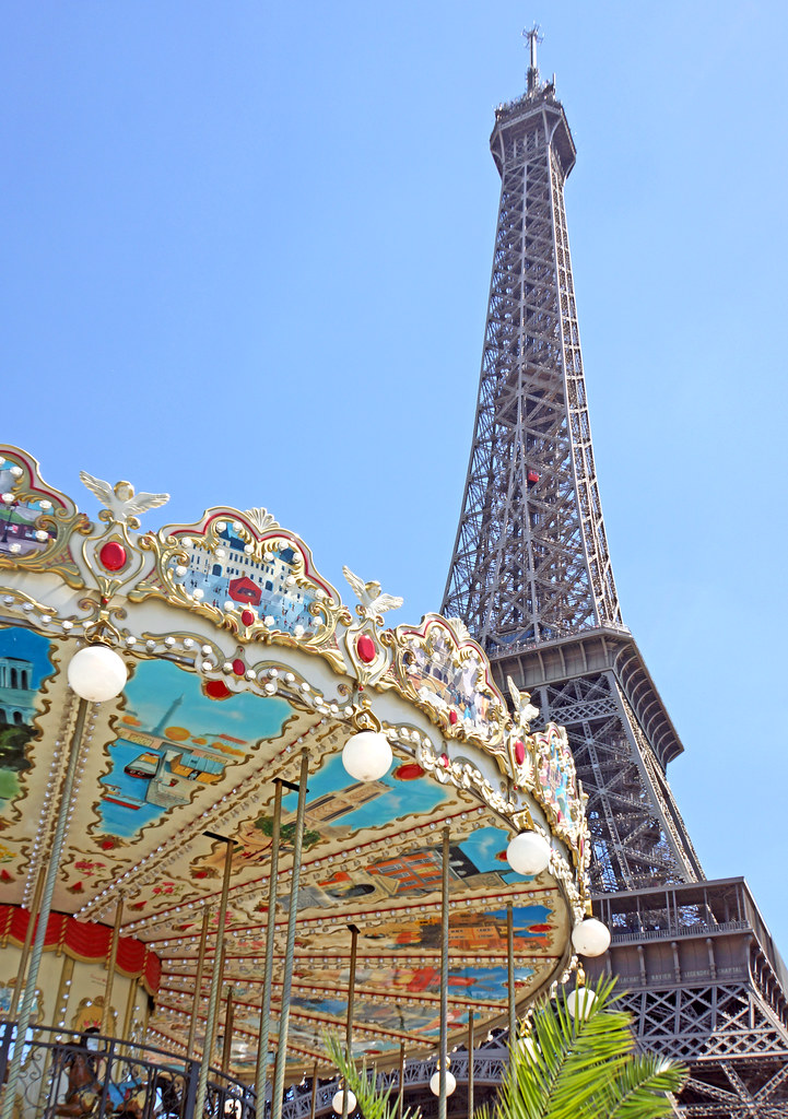 France-000159 - Carousel & Tower
