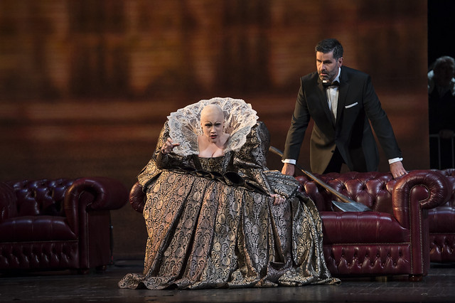 Carmen Giannattasio as Elisabetta and Jeremy Carpenter as Roberto, Conte di Leicester in Maria Stuarda © Bill Cooper / ROH 2014