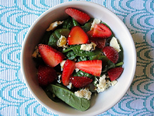 strawberry blue cheese & spinach salad