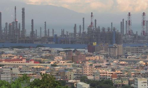 高雄大林埔居民與工業廢氣比鄰而居。圖片來源:地球公民基金會