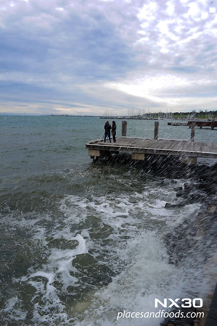 geelong pier splashing