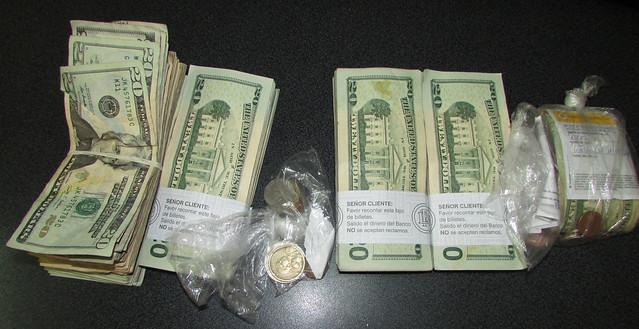 Recuperan dinero robado y detienen a dos sospechosos