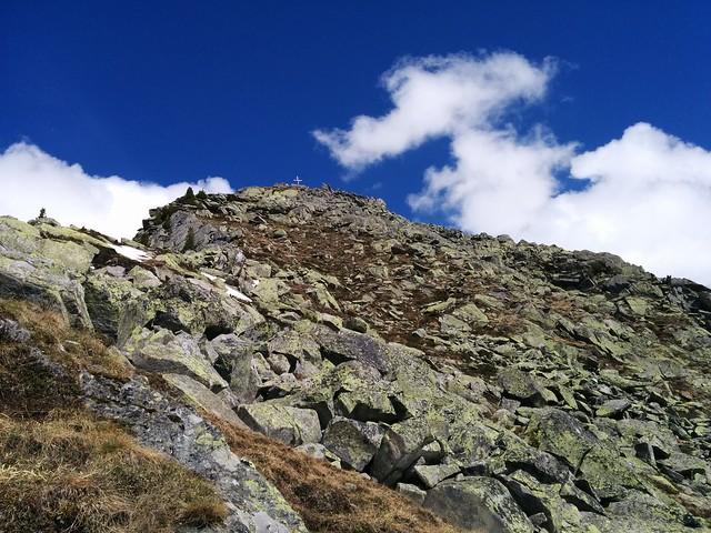 Gipfelkreuz Kreuzkofel in Sicht
