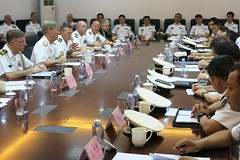 U.S. 7th Fleet Commander Vice Adm. Robert L. Thomas Jr., second from left, speaks with senior members of the People's Liberation Army Navy North Sea Fleet during navy-to-navy discussions in Qingdao. (U.S. Navy/Lt. Andrew Orchard)