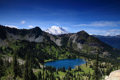 hike mountrainiernationalpark backpack washingtonstate nationalparks uppercrystallake crystallakestrail wsweekly97