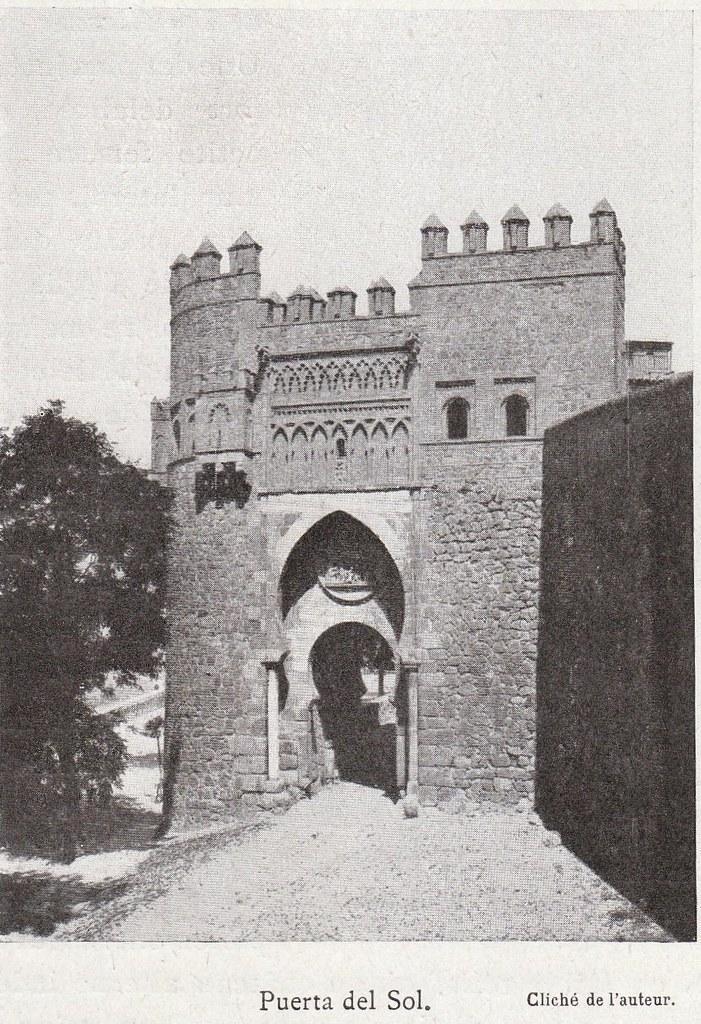 Puerta del Sol a comienzos del siglo XX. Fotografía de Élie Lambert publicada en su libro Les Villes d´Art Célebres: Tolède (1925)