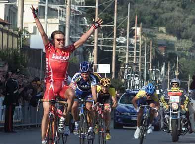 Celestino a braccia alzate - Trofeo Laigueglia 2001