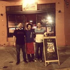 Con los genios del sonido de #PICHUCO @srpablous y #Cacha después de la proyección en #LaFaustina muy rica pizza además!!!