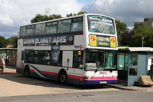 First Beeline 33147 on Route 90 via John Nike, Bracknell Bus Station