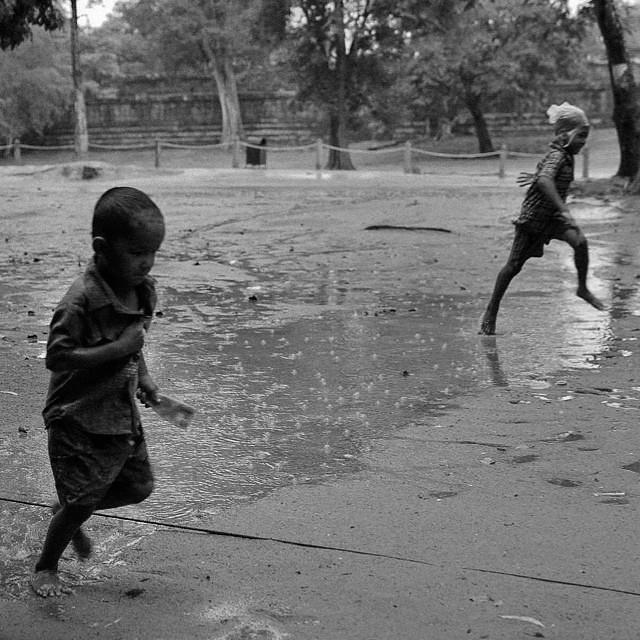 #kids #children #rain #rainy #prerup #siemreap #cambodia #asia #southeastasia #angkor #angkorwat #run #instapic #instacool #instagood #instalike #instadaily #instagramer #likeit #loveit