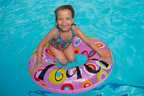 Personalized Inner Tube in the Pool #TrendTea #Shop