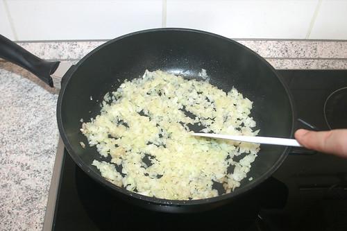 27 - Zwiebeln andünsten / Braise onions lightly