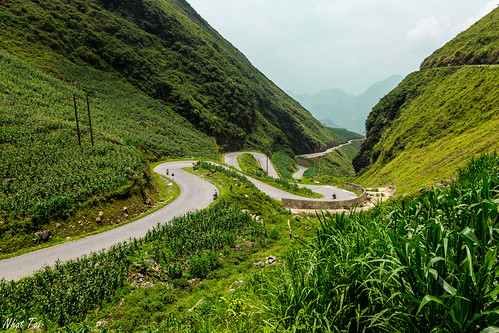 life road travel green canon landscape dangerous roadtrip tokina vietnam motorbike moutain landscapephotography hagiang yênminh dongvan hàgiang tokina1116 canon600d canonkissx5