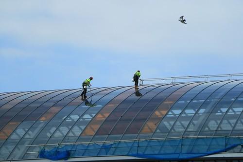 Amsterdam: pulizia delle vetrate della stazione