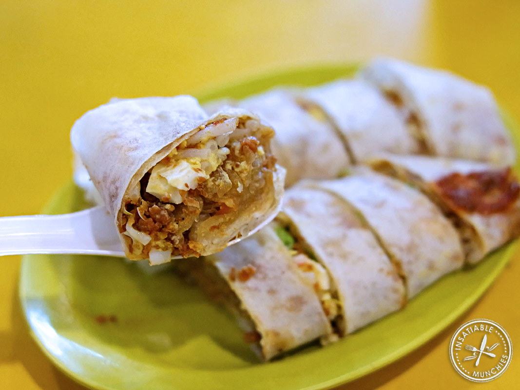 Cooked turnip, egg, shrimp paste, chilli, and other fillings are rolled up in a paper thin 'skin', and served fresh in this local delicacy.