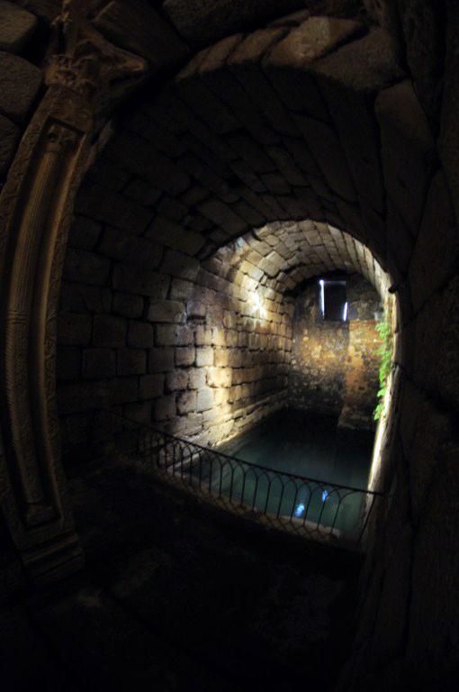 Corredor a la entrada subterránea del Aljibe de Mérida El aljibe de la Alcazaba de Mérida - 14664432197 45282c5812 o - El aljibe de la Alcazaba de Mérida