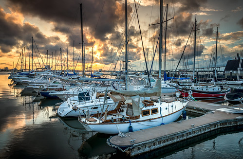 sunset storm water beautiful clouds port sunrise river boats pier dock colorful mountpleasant southcarolina stormy scene charleston coastal sailboats cooperriver patriotspointmarina curtiscabana