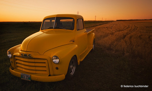 sunset cars yellow rural vintage countryside sundown tracks manitoba vehicles trucks automobiles morden stubble beaters generalmotors clunkers gmc9300 1953modelyear
