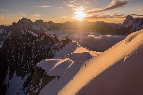 morning mountain snow france mountains alps mañana montagne alpes sunrise nieve amanecer neige montaña chamonix montblanc montañas matin montagnes frenchalps aiguilledumidi mountaineers rhonealpes alpinistes leverdusoleil alpinistas