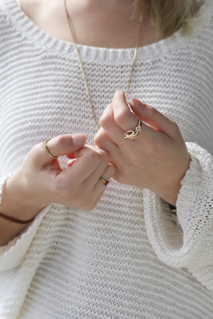 outfit-white-rings-details