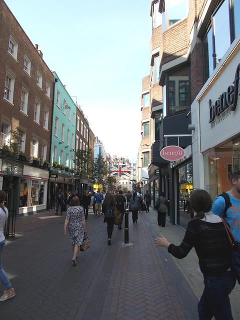 LONDON 0980