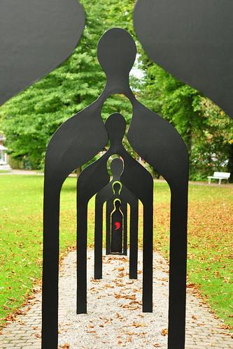 SIEBEN GENERATIONEN Frederick Franck Kurpark Bad Herrenalb Sorgsam müssen wir die Folgen all unserer Entscheidungen auf die nächsten sieben Generationen bedenken Indianische Weisheit Foto Brigitte Stolle