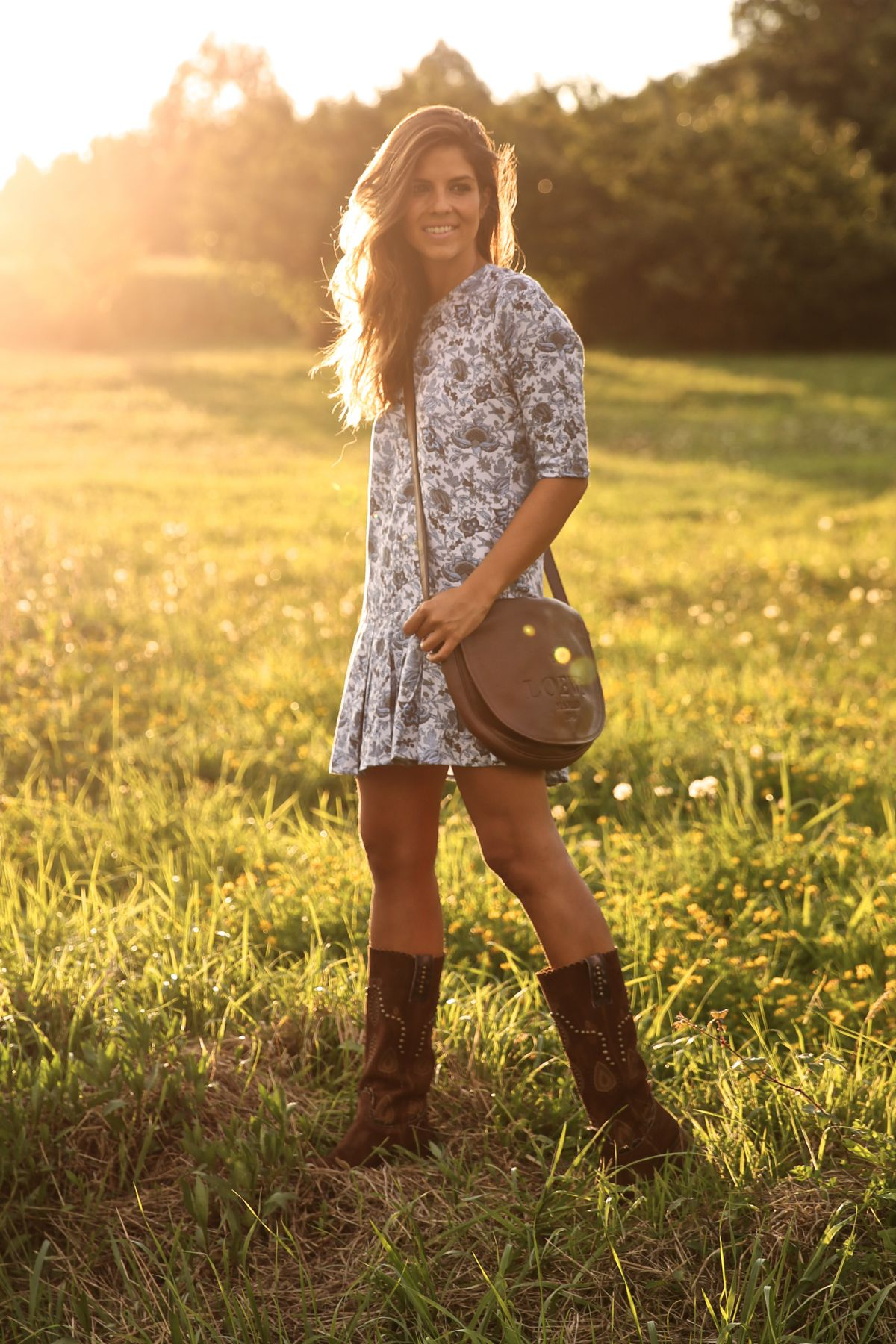 trendy_taste-look-outfit-street_style-ootd-blog-blogger-fashion_spain-moda_españa-cowboy-campero-sendra-cowboy_boots-botas_camperas-loewe-bag-bolso-vestido_flores-flower_print-dress-8