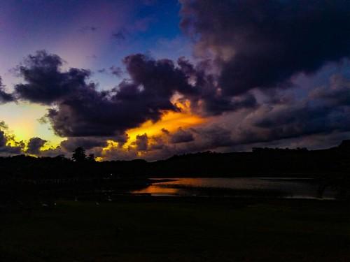 No Meu Aniversário fui presenteado com esse pôr do sol... #meuolharemfotos #ednelsonfotografia #edjss #paisagem #landscape #fotografia #foto #photo #amofotografar #photography #natureza #nature #naturephotography #fotodepaisagem #céu #ceu #sky #pordosol #