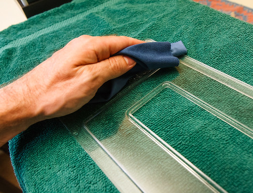 Microfiber Cloth for Cleaning Acrylic Lid of Aquarium