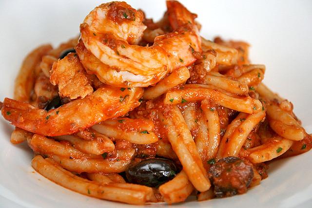 STROZZAPRETI CON CALAMARI E GAMBERI (AU$29): Strozzapretti Artisan Pasta, Yamba Prawns, Garlic, Chili and Black Olives in a Tomato and Calamari Sauce