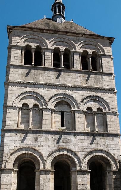 Clocher-porche (XIIe-XIXe s.) de l'abbatiale Saint-Léger d'Ébreuil (Allier, France