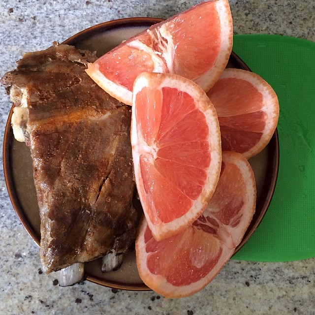 Day 9, #Whole30 - lunch (leftover ribs, grapefruit, and cherry seltzer)