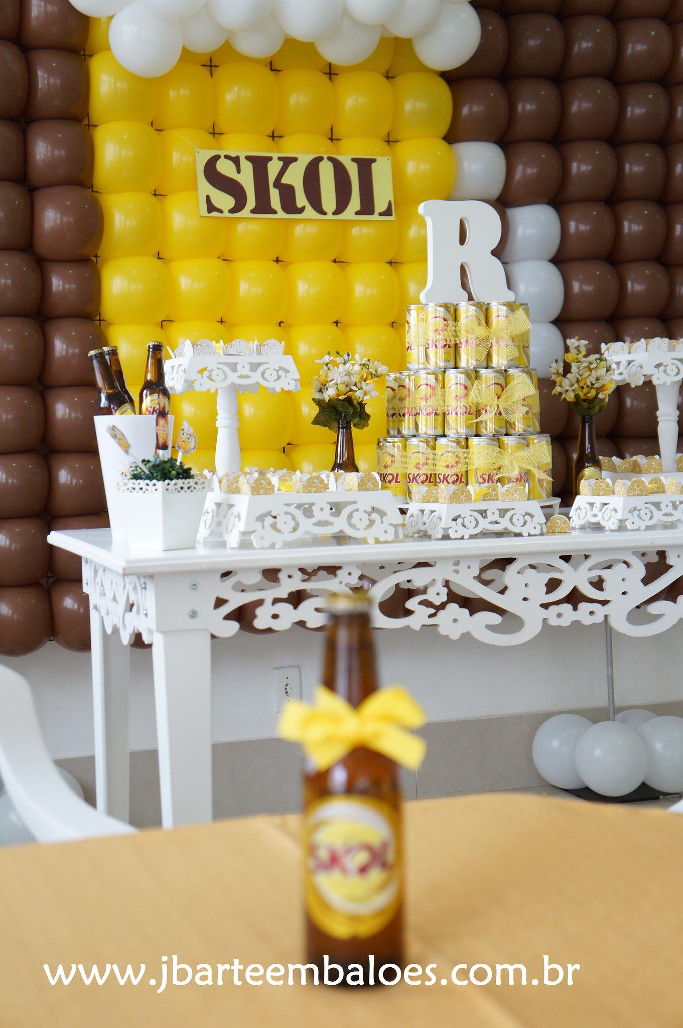 decoracao boteco skol : decoracao boteco skol:Decoração Boteco Skol com mesa provençal e painel de balão