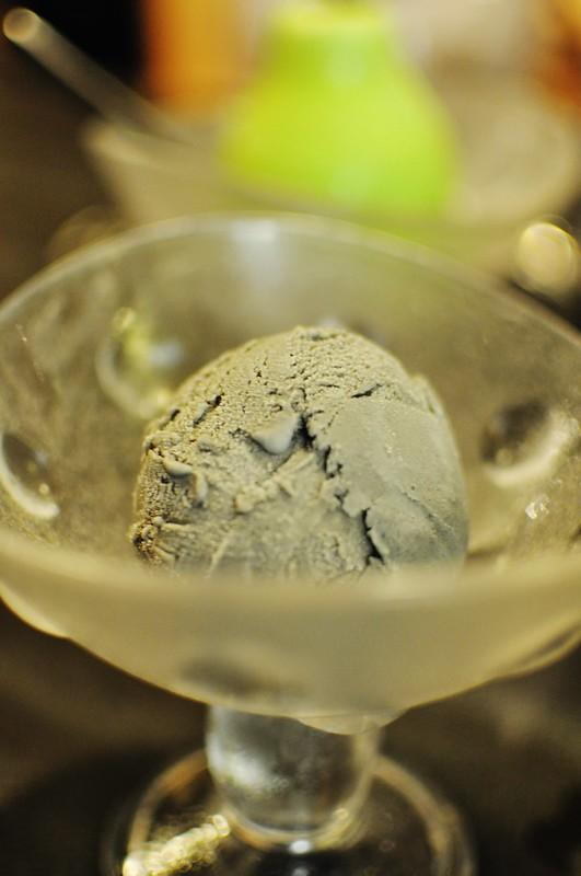 black sesame icecream