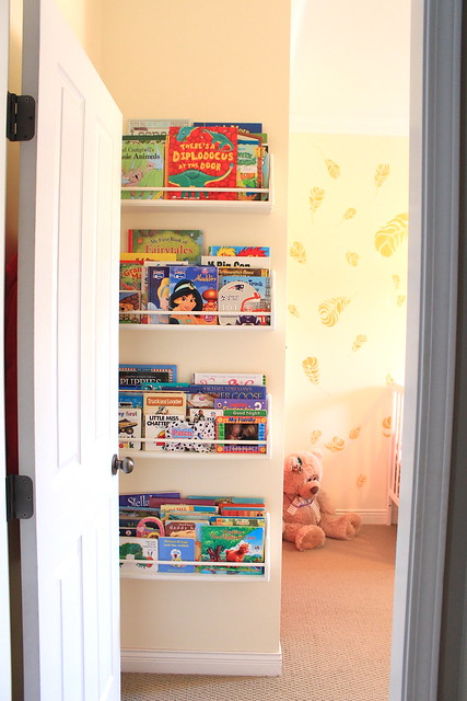Halle's room - DIY Bookshelves
