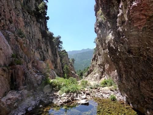 La brèche rocheuse entre les deux cascades intermédiaires du 2ème boyau rocheux