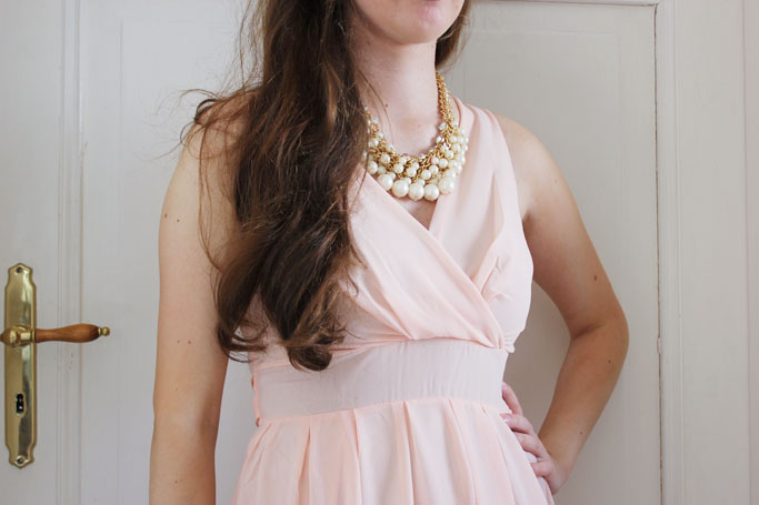 WalG Tammy V-neck chiffon dress - nude party dress - nude kleid inspiration