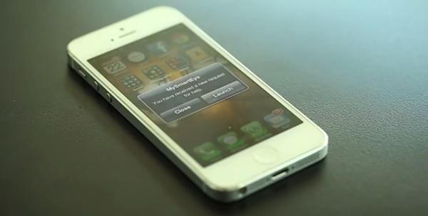 자원봉사자의 스마트폰으로 MySmartEye에 설명이 필요한 사진이 올라왔음을 알리는 알람이 울린다.