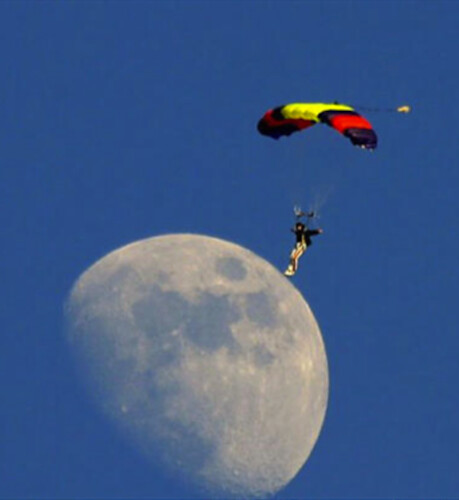 man landing on moon 092512