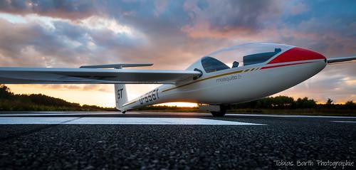 sunset airport nikon sonnenuntergang spirit unique mosquito niko soaring gliding glider runway flugplatz stade airfield d90 landebahn nikond90 glasflügel303